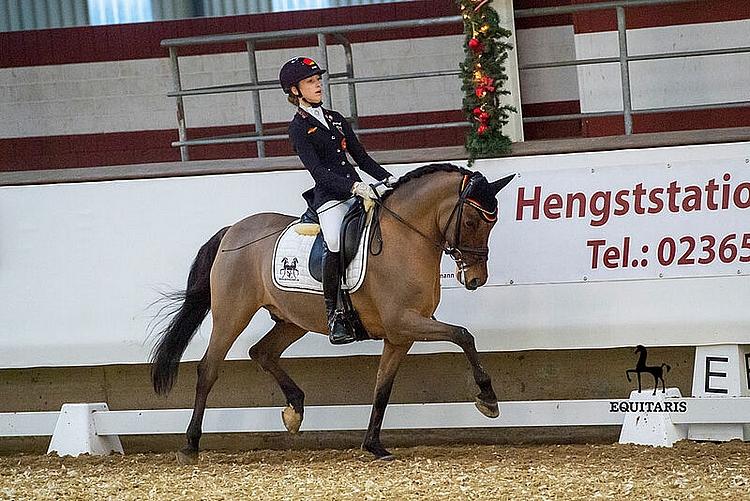 Une première sortie internationale réussie pour la nouvelle paire allemande Lana-Pinou Baumgürtel / Zinq Nasdaq FH – ph. pony.equitaris.de / Becker