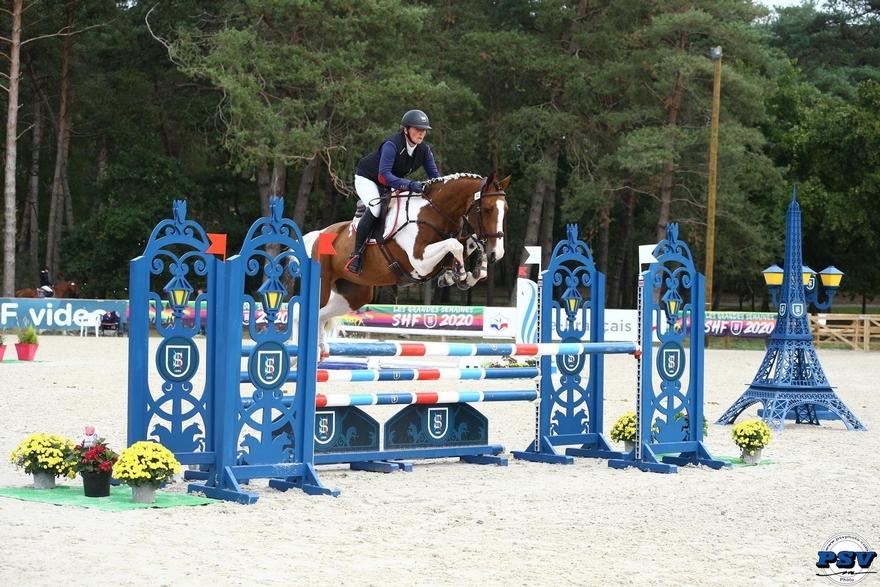 Faire naitre des chevaux et poneys de sport est une passion pour Virginie Lefebvre, surtout lorsqu'ils sont pies ! – ph. PSV
