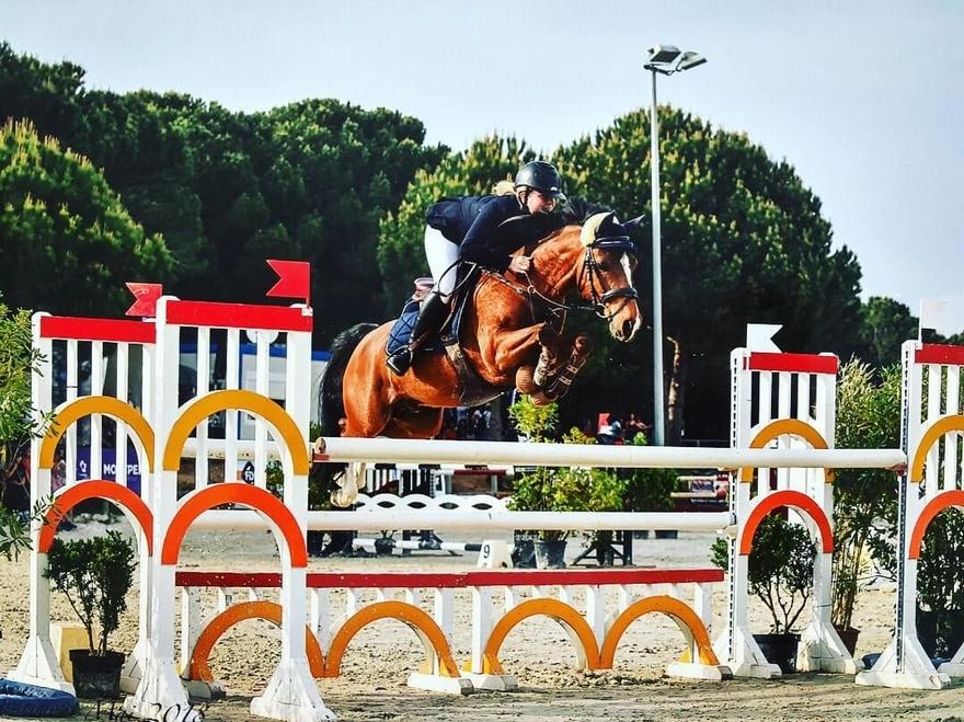 Avec sa propriétaire Marie Martin et Qopper Der Lenn a été la coqueluche des terrains de compétition du Sud de la France, classé jusqu'en Grand Prix 1,20 m parmi les chevaux - ph. coll. privée