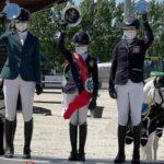 Le podium du Grand Prix du CSIOP de Samorin : la jeune Suédoise Mathilda Hansson est entourée d'Anna Marie Vitek et Nell Sowka – ph. coll. privée